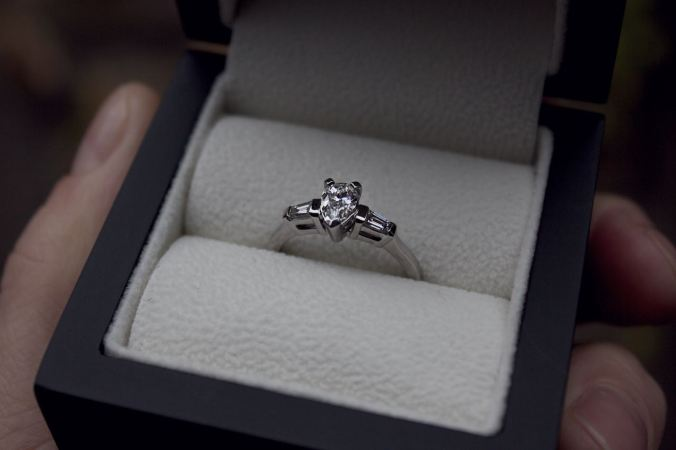 patience_jewellery_bespoke_pear_shaped_diamond_engagement_ring_1